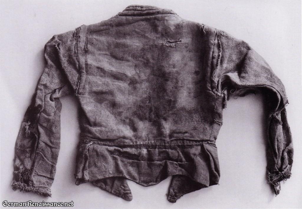 linen-doublet-back
